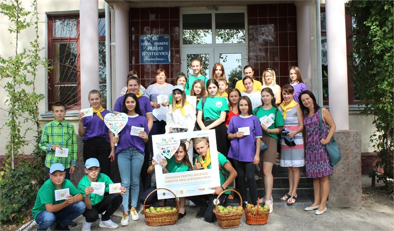 Awareness march organized by teenagers from Pîrliţa village, Ungheni district